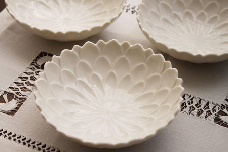 whiteflowerbowl1.jpg